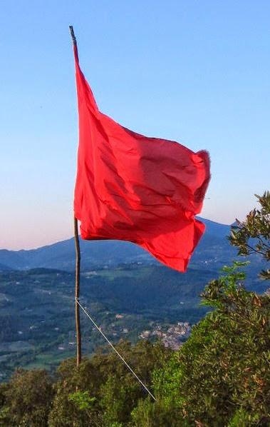 bandiera rossa marmore