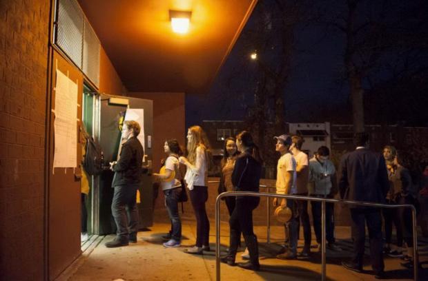 elettori-in-coda-alla-temple-university-a-philadelphia-pennsylvania-990x652